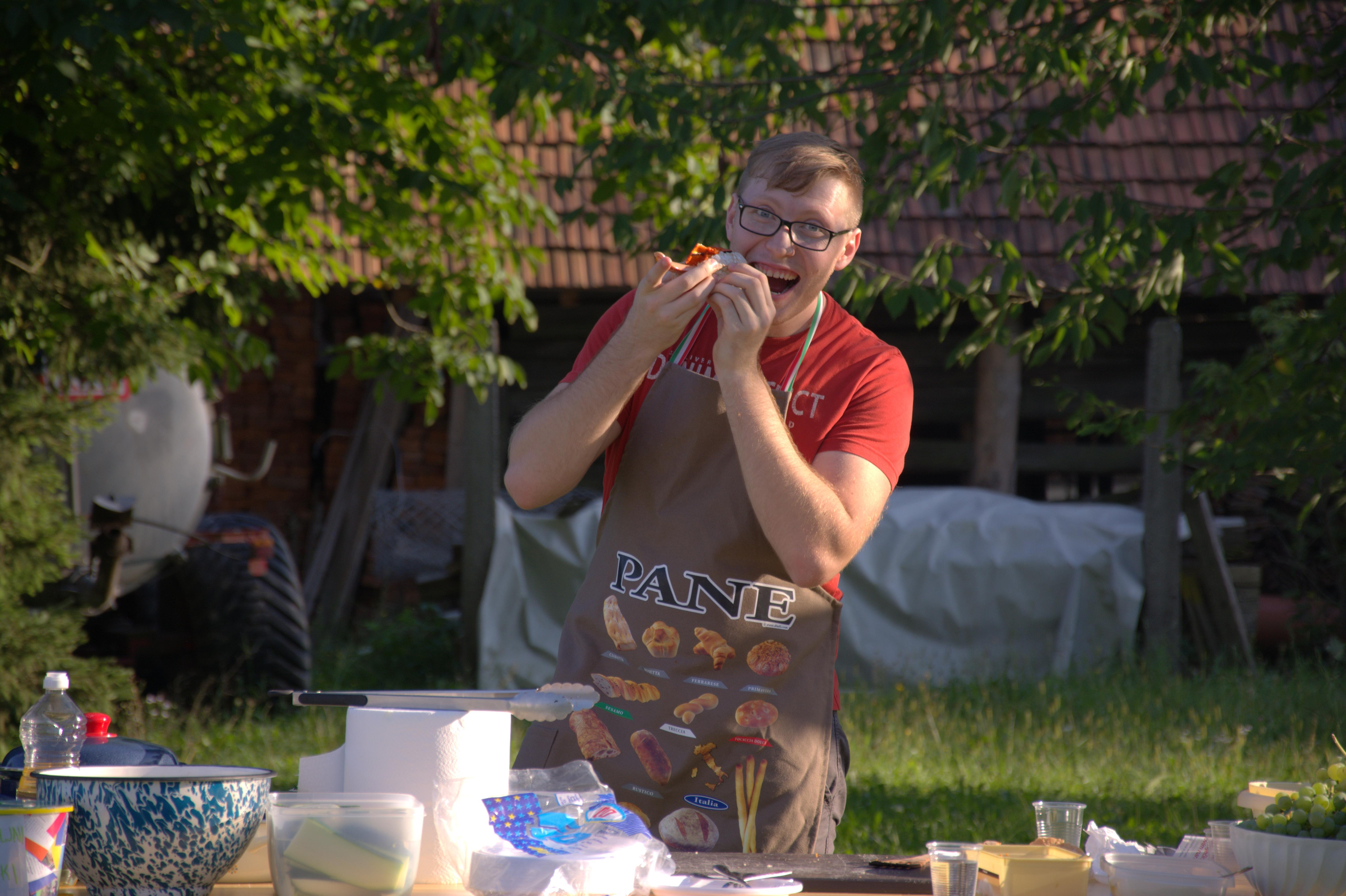 Z donacijami lokalnih podjetji smo lahko delili brezplačne hot doge