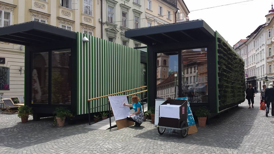 Predstavitev pred mestno hišo